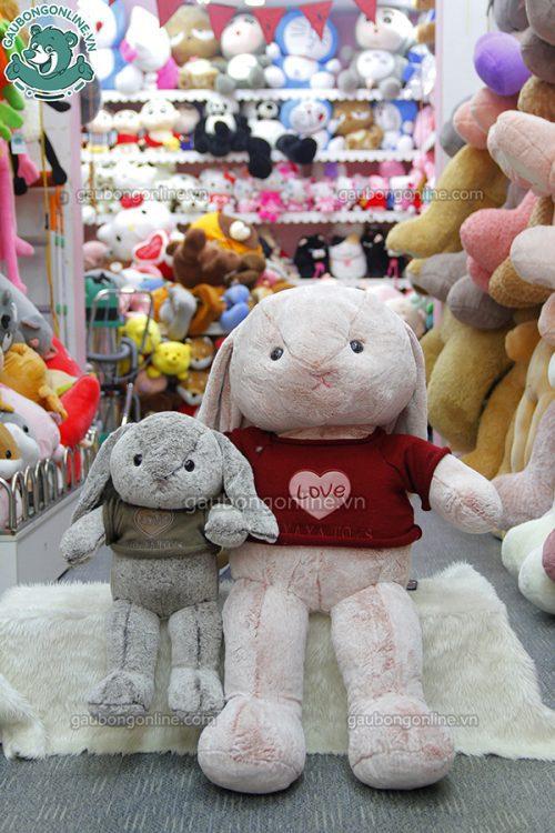 Thỏ Bông Áo Len Love có nhiều màu sắc cho các bạn lựa chọn lắm nha.
