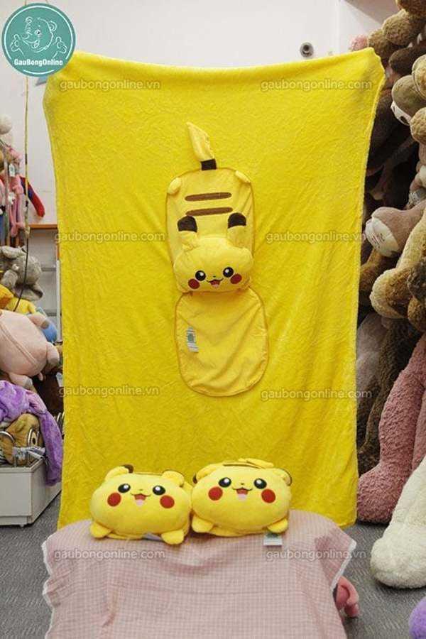 gối liền chăn pikachu