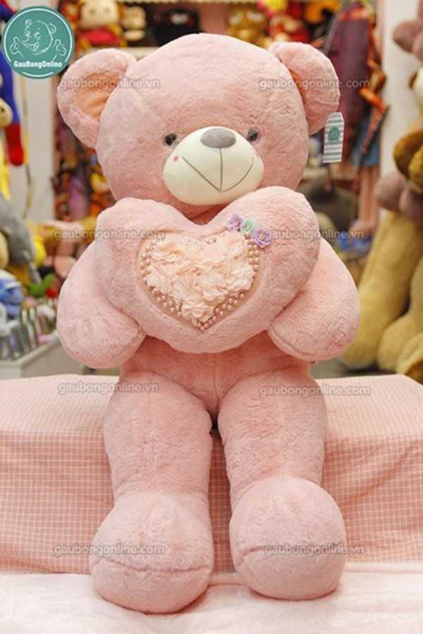 teddy ôm tim hoa